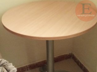 table d'appoint tres solide importee